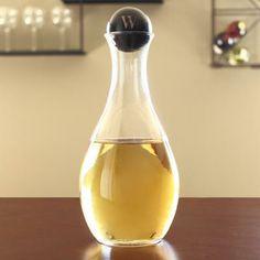 Bridesmaid gift idea : White Wine Decanter w/ Personalized Birch Wood Stopper Pinot Noir Wine, Personalized Wine Glasses, Personalised Wine, Wine And Spirits, Wine Decanter, Bridesmaid Gifts, Wedding Bridesmaids, White Wine, Barware
