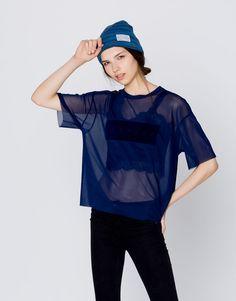 :T-shirt em tule com texto