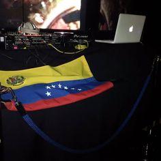 Ya ni les digo más jajajaja. Hoy tenemos rumba  Venezolana en Madrid y le vamos a dar un regalito especial a las chicas con unos bailarines para ellas. Las chicas de 00:00 a 01:30 les damos una Copa  . Te vamos a poner tan buena música que no querrás salir de ahí sino hasta las 06:00. #venezolanisenmadrid #venezolanosenespaña #venezolanosenelexterior #venezolanosporelmundo #rumba #rumbalatina #rumbavenezolana #rumbacolombiana #Madrid  #madridmola #madridmemola #salsa #bachata #regueton…
