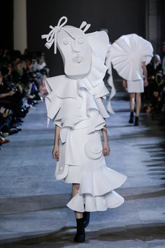 "Viktor&Rolf ""The Performance of Sculptures"""