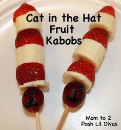 Mom to 2 Posh Lil Divas: Dr. Seuss {Inspired} Food & Snack Ideas - Cat in the Hat Fruit Kabobs (fruit kebabs bananas) Cute Snacks, Lunch Snacks, Kid Snacks, Dr Seuss Snacks, Class Snacks, Happy Home Fairy, Good Food, Yummy Food, Fun Food