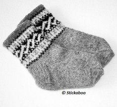 Ravelry: Helixsockor pattern by Eva Valaine - Stickaboo Knitting For Charity, Knitting For Kids, Knitting Socks, Free Knitting, Baby Boy Sweater, Baby Boy Knitting Patterns, Baby Barn, Cozy Socks, Textiles