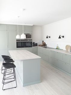 Do You Need Ideas For Mid-Century Modern Kitchen Style In Your Home? Kitchen Sets, New Kitchen, Kitchen Dining, Kitchen Decor, Beautiful Kitchens, Cool Kitchens, Ikea Kitchens, Appartement Design, Mid Century Modern Kitchen