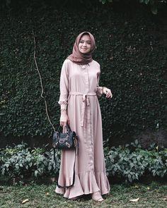 Dari tahun 2013 (kalo gasalah ya) sampe skrng, udah banyak banget ootd-an ku pake Niqab Fashion, Muslim Fashion, Modest Fashion, Skirt Fashion, Fashion Dresses, Simple Dresses, Nice Dresses, Hijab Gown, Casual Coats For Women