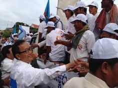 Shaking hands with #cpp #onecountry #cambodia #samrainsy