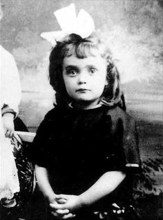 Edith Piaf here as a child c. 1918  her life story movie just brakes my heart.