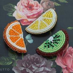 Regrann from @broshutto - Не знаете, как разбавить и скрасить серость за окном?Конечно же, с помощью ярких брошек! 5 х 2,5 см Апельсин 800₽ Лимон 800₽ Киви 800₽ - #regrann Beaded Brooch, Beaded Jewelry, Crochet Earrings, Diy Bead Embroidery, Hand Embroidery, Beading Tutorials, Beading Patterns, Sequin Crafts, Quilling Designs