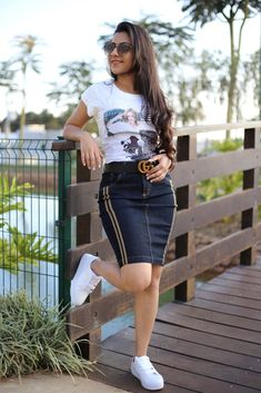 Saia Jeans Priscilla Denim Skirt Outfits, Chic Outfits, Trendy Outfits, Fashion Outfits, Denim Bodycon Dress, Skirt And Sneakers, Latest African Fashion Dresses, How To Make Clothes, Look Fashion