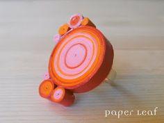 quilled paper ring: tiras de papel enrrolladas según técnica quiling y barniz con modpodge