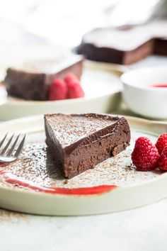 Flourless Chocolate Cake is easy and delicious. Serve it with a gorgeous dark chocolate glaze to make a stunning finale to any meal. Best Cake Recipes, Unique Recipes, Cupcake Recipes, Cupcake Cakes, Dessert Recipes, Cupcakes, Easy Chocolate Desserts, Sweet Desserts, Chocolate Recipes