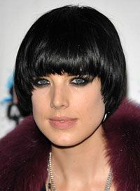 New hair style for Dani. Short, Oval Hairstyles - Pics and Info Short Hair With Bangs, Short Hairstyles For Women, Hairstyles With Bangs, Short Hair Cuts, Straight Hairstyles, Hairstyle Short, Celebrity Hairstyles, Medium Hair Styles, Short Hair Styles