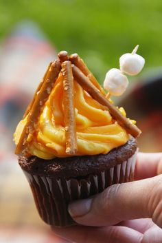 These Campfire Cupcakes Make It Impossible Not To Smile  - Delish.com