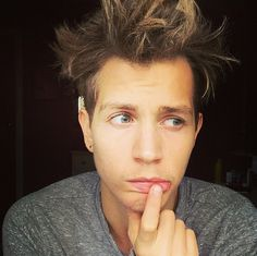 | THE VAMPS JAMES MCVEY WRIST INJURY UPDATE! | http://www.boybands.co.uk