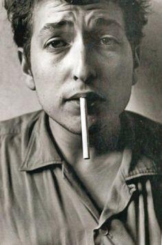 Bob Dylan. Escuchar una canción es escuchar algunos pensamientos <3