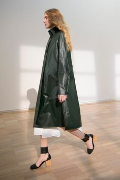 24. Raincoat in coated cotton, ruffle collar dress in feather cotton poplin, sandals in calf leather #lemaire
