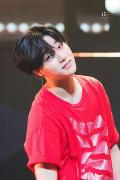 He's so smollll❤️ Hanbin, Kim Jinhwan, Ikon Junhoe, Ikon Kpop, Ikon Member, Ikon Debut, Ikon Wallpaper, Deadpool, Bts Boys