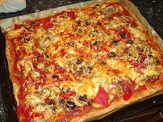 Fluffy pizza dough - recipe with picture - Familienessen - Fluffy Pizza Dough Recipe, Bbq Pizza Recipe, Pizza Hut, Dough Pizza, Pizza Champignon, Vegetarian Recipes, Snack Recipes, Food Pictures, Smoothie Recipes