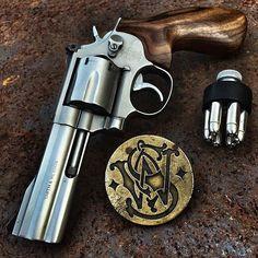 "r2ba: "" A beautiful @smithwessoncorp 686 357 revolver by @mmgear #guns #gundose #gunsdaily #gunspictures #gunfanatic #gunfeed #gunporn #gunrights #metal #awesome #photooftheday #rifle #daily_badass..."