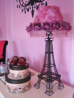 Mi dormitorio me gustaria decorarlo con cosas de paris.