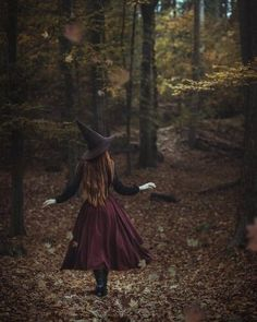 The Autumn Witch - Modern witch - Photographie D' Halloween, Halloween Fotografie, Halloween Photography, Fantasy Photography, Autumn Aesthetic, Witch Aesthetic, Aesthetic Gif, Fotografie Portraits, Autumn Witch