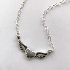 1fced90837ba Collar de plata con dije de corazón con alas