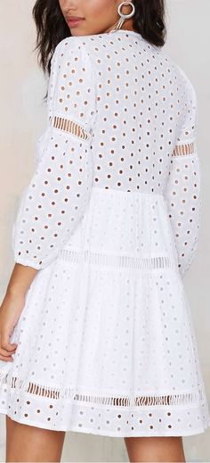 With a romantic mood, half boho, Laise is a classic that always appears … - Out Trend Clothes Cotton Dresses, Cute Dresses, Casual Dresses, Summer Dresses, White Fashion, Boho Fashion, Fashion Design, Eyelet Dress, Lace Dress