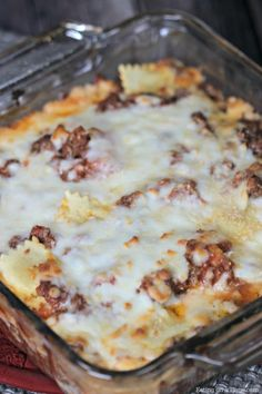 This easy lasagna recipe tastes like traditional lasagna without all the work. This is the best lasagna recipe for a lazy day. Hamburger Meat Recipes, Beef Recipes, Cooking Recipes, Recipies, Homemade Dinner Rolls, Dinner Rolls Recipe, Lasagna Recipe Taste, Lasagna Recipes, Pasta Recipes