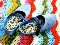 Tutorial: denim blue jeans mary jane slippers sewing pattern #free #recycle #reuse #repurpose #sewing #diy #crafts