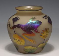 Leaping frog vase
