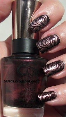 If u get a cup of water and drop different color nail polish and get a pen and draw lines in it and then dip your finger in the disighn and that is all to it Get Nails, Love Nails, How To Do Nails, Hair And Nails, Fabulous Nails, Gorgeous Nails, Pretty Nails, Funky Nails, Tips Belleza
