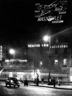 Budapest, Something out of a classic movie. Old Pictures, Old Photos, Vintage Photos, Budapest, Hungary, London, City, Movie Posters, Classic