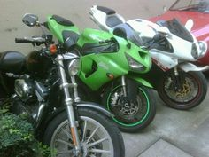 Harley 883, kawasaki 636 y agusta f4