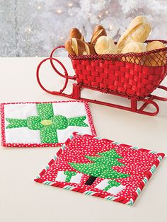 Craftdrawer Crafts: Start Quilting for Christmas with 21 Quilt Patterns Christmas Patterns for the Holiday Quilted Christmas Gifts, Quilted Ornaments, Whimsical Christmas, Christmas Sewing, Christmas Projects, Christmas Christmas, Christmas Patterns, Christmas Pictures, Mug Rug Patterns