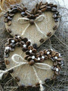 Nail around edge wooden OR state cut-out, wrap nails in wool or llama woving? Top nails with coffee beans. Add coffee bean heart at Portland 😁 Burlap Crafts, Diy And Crafts, Crafts For Kids, Homemade Christmas, Christmas Art, Christmas Ornaments, Wooden Christmas Decorations, Holiday Decor, Coffee Bean Art