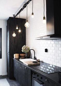 Cuisine sans meubles hauts et Barre de suspension pour luminaires