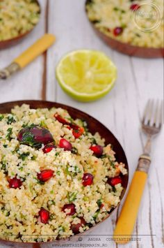 Retete de sarbatoare: salata de cuscus cu rodie, masline Kalamata si patrunjel [vegetarian] Cooking Tips, Cooking Recipes, Happy Foods, Happy Family, Raw Vegan, Quinoa, Risotto, Vegetarian Recipes, Bilbao