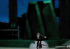 Billie Jean     Billie Jean, ela não era teu amor !  Na metade, já penso no fim  Jogará ele o chapéu pra mim ?  Billie Jean, ai que dor !  Ela não era teu amor  Mas eu sei que sou !
