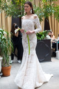 Wedding Wednesday: Spring 2018 Bridal / single calla lily for bridal bouquet / off-the-shoulder wedding dress / lace wedding dress / sachin and babi