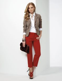 Outfits To Wear With Red Pants. Well, for most women wearing red pants comes down to just one thing; While the classic and most frequently seen style of trousers is the blue denim jeans, red is in a league all of its own. Business Casual Outfits, Business Attire, Business Fashion, Business Chic, Creative Business, Mode Ab 50, Böhmisches Outfit, Red Pants Outfit, Outfits With Gray Pants