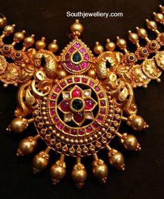 Floral Kasu Necklace with Kundan Pendant