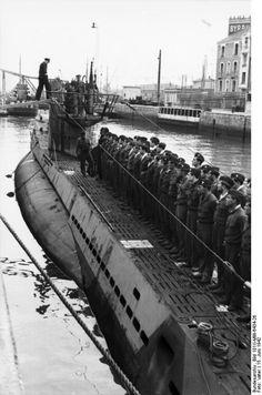 Bundesarchiv_Bild_101II-MW-6434-26,_St._Nazaire,_U-Boot_einlaufend.jpg 530×800 pixels