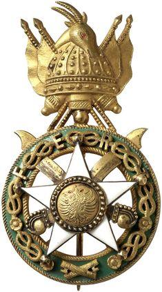 """ALBANIEN KÖNIGREICH UNTER ITALIENISCHER BESETZUNG (1939-45) - Skanderbeg-Orden [Urdhëni i Skënderbeut]. 2. Modell (mit savoyischen """"Liebesknoten"""" und """"Fasces"""" um das Medaillon – 1940-43), Brustdekoration zum Offizier, Silber brillantiert, tlw. vergoldet und emailliert,"""