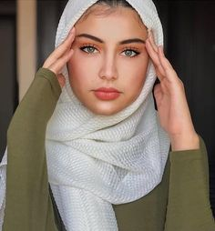 First hidjab hidjabstore hidjabstyle hidjabfashion funimate flipagram flipas video hidjabstore bellefemme islam musulman musulmane muslim h Modest Fashion Hijab, Modern Hijab Fashion, Casual Hijab Outfit, Muslim Fashion, Fashion Outfits, Beautiful Muslim Women, Beautiful Hijab, Hijab Turban Style, Video Hijab