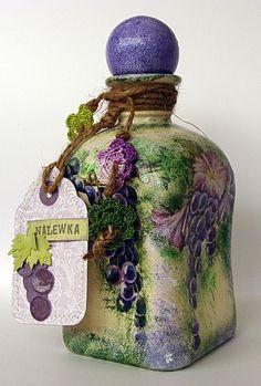 Decoupage-I love this bottle! Altered Bottles, Vintage Bottles, Bottles And Jars, Glass Jars, Perfume Bottles, Wine Bottle Art, Diy Bottle, Wine Bottle Crafts, Potion Bottle