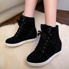 Super handy pair of shoes to match your winter outfits! Like it? Enjoy early bird Black Friday discount in this item!