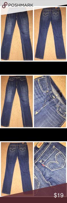 "LEVI'S 524 Too SuperLow Skinny Fit Stretch Jeans 5 LEVI'S 524 Too SuperLow Skinny Fit Stretch Denim Jeans Junior's Tag Size 5M 99% Cotton 1% Elastane Medium Wash Waist 27"" Inseam 30 1/2"" Rise 7"" Levi's Jeans Skinny"