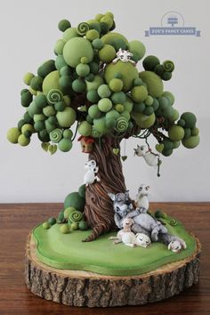 says it is a cake topper, but great polymer clay inspiration! This is cake but I can modify using Fimo! Shared by Career Path Design. Try this tree The wolf and the 7 kids Polymer clay fairy house-Wishing Well Workshop Polymer Clay Kunst, Cute Polymer Clay, Polymer Clay Projects, Polymer Clay Creations, Diy Clay, Polymer Clay Sculptures, Cake Creations, Crea Fimo, Tree Cakes