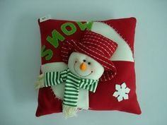 View these Gorgeous Handmade Christmas Pillow Inspirations for easy decoration and great gifts. These gorgeous Christmas handmade Pillows are wonderful to your decor. Christmas Sewing, Christmas Love, Christmas Snowman, Christmas Projects, Christmas Themes, Handmade Christmas, Holiday Crafts, Christmas Holidays, Christmas Decorations