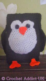 Free crochet pattern for a Penguin Ami by Crochet Addict. Owl Patterns, Easy Crochet Patterns, Crochet Patterns Amigurumi, Crochet Dolls, Crochet Ideas, Crocheting Patterns, Crochet Baby Bibs, Knit Or Crochet, Crochet For Kids