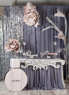 Half curtain, half silver fringe